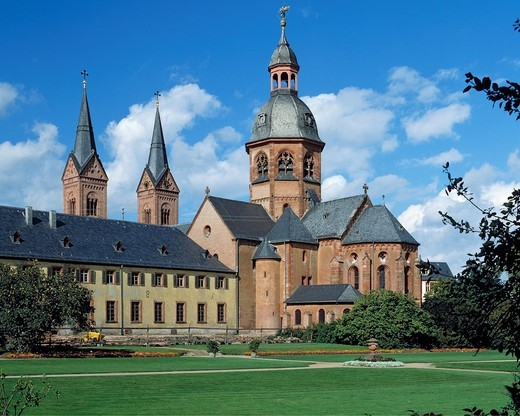 Germany. Seligenstadt, Main, Rhine-Main district, Hesse, basilica Saint Marcellinus and Petrus, Einhard Basilica, pilgrimage church, benedictine monastery, Carolingian Empire, Romanesque style, baroque, park : Stock Photo