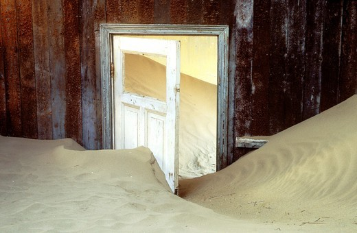 Namibia - Kolmanskop, the abandoned ghost town of the diamond days, east of Lüderitz and inside the restricted Diamond Area : Stock Photo