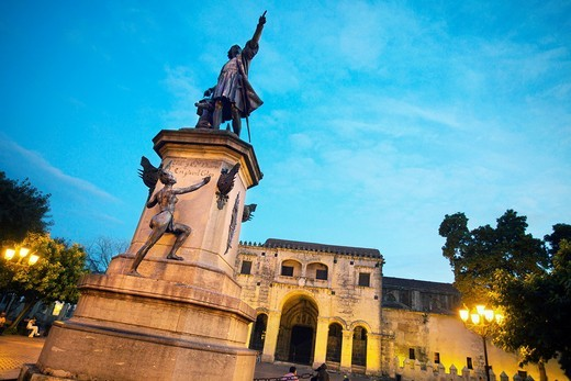 Stock Photo: 1566-705284 The Cathedral of Santa Maria la Menor 1514 and monument to Christopher Columbus, UNESCO World Heritage Site, Santo Domingo, Dominican Republic, West Indies, Caribbean