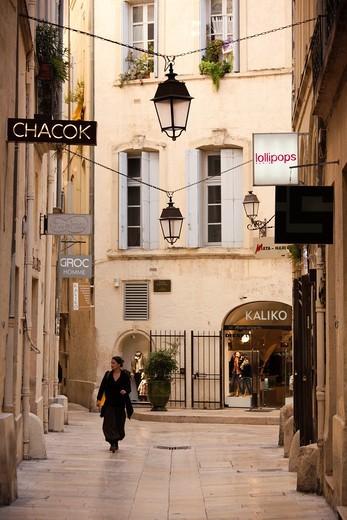France, Languedoc-Roussillon, Herault Department, Montpellier, rue de l´Ancien Courrier, designer boutique street : Stock Photo