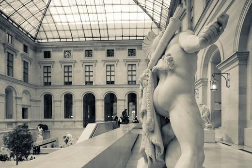 Stock Photo: 1566-709757 France, Paris, Musee du Louvre museum, sculpture atrium, NR