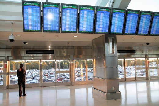 Georgia, Hartsfield-Jackson Atlanta International Airport, ATL, SkyTrain platform, automated people mover, APM, rental car facility, woman, passenger, waiting, flight status monitors, departures, information, : Stock Photo