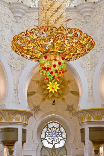 Stock Photo: 1566-718998 Interior architecture with chandelier in the Sheikh Zayed Grand Mosque in Abu Dhabi, UAE