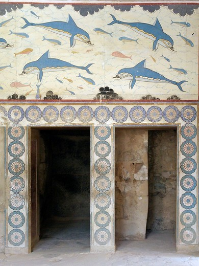 Dolphins Mural from the Queen´s Megaron  Knossos, the Minoan Palace lies 5 kilometres southeast of Heraklion, in the valley of the river Kairatos  Crete Island  Greece : Stock Photo