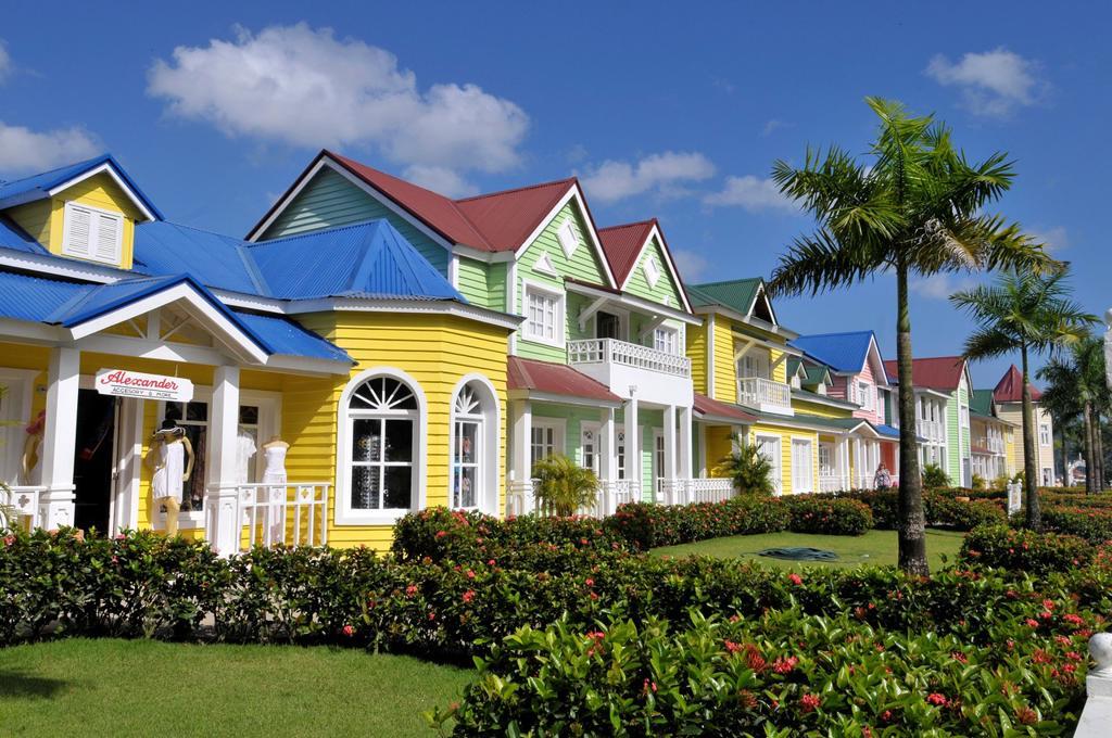Stock Photo: 1566-724126 Colorful Shops Samana Dominican Republic Hispaniola Southern Caribbean Cruise