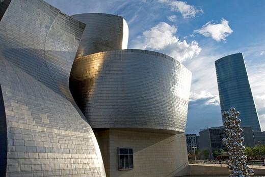 Guggenheim Museum and Iberdrola building  Bilbao  Euskadi, Spain : Stock Photo