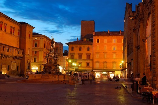 Bologna  Neptune fountain  Fontana dei nettuno  Piazza Maggiore Main Square  Emilia Romagna  Italy : Stock Photo