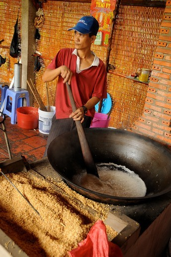 Stock Photo: 1566-730433 Vietnam, Can Tho province, Mekong Delta, manufactures handmade rice cake