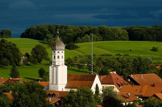 Stock Photo: 1566-732225 Erling, typical village of Upper Bavaria, baroque church with onion dome, barnyards and grassland, Bavaria, Germany