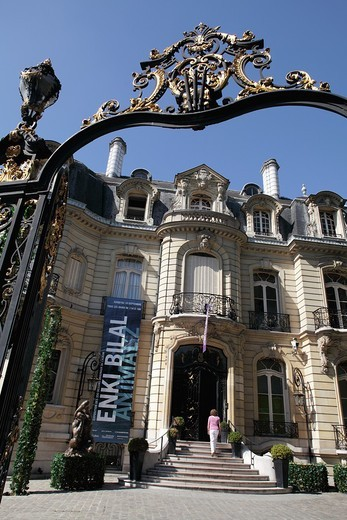 Art auction house ARTCURIAL on Avenue des Champs-Elysees, Paris, Ile-de-France, France : Stock Photo