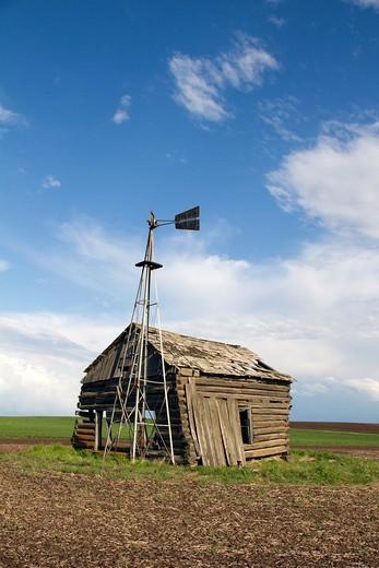 An old well house and windmill near Spangle, Washington, USA. : Stock Photo