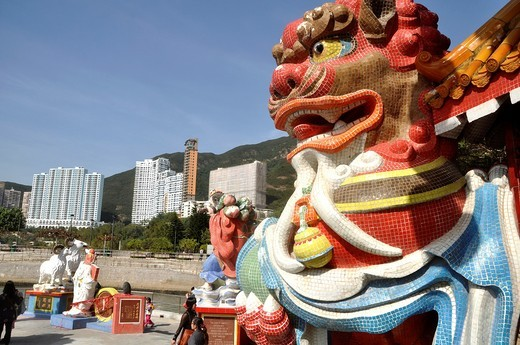 Hong Kong: lion statues at the Tin Hau Temple in Repulse Bay : Stock Photo