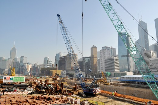 Hong Kong: works for the construction of the new pier on Victoria Harbour, in Central : Stock Photo