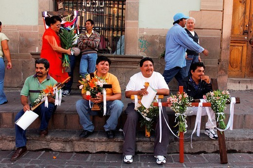 Mexico, Guanajuato, Guanajuato city listed as World Heritage by UNESCO, Place of la Paz, Ritual for builders laborers who come to bless there cross to protect the work in progress : Stock Photo