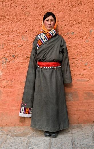 Tibetan pilgrims at Labramg monastery in Xiahe, Gansu : Stock Photo