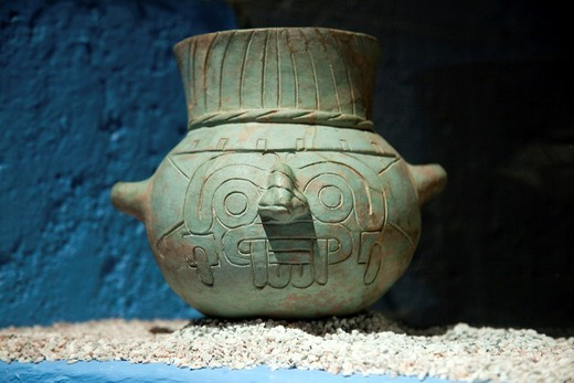 Prehispanic clay pot at Templo Mayor Museum, Mexico City : Stock Photo