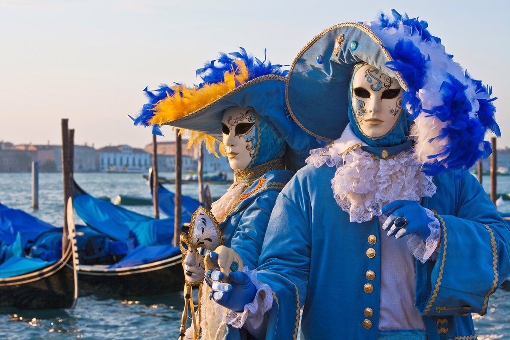 Stock Photo: 1566-744277 A masked couple at the carnival in Venice, Italy, Europe