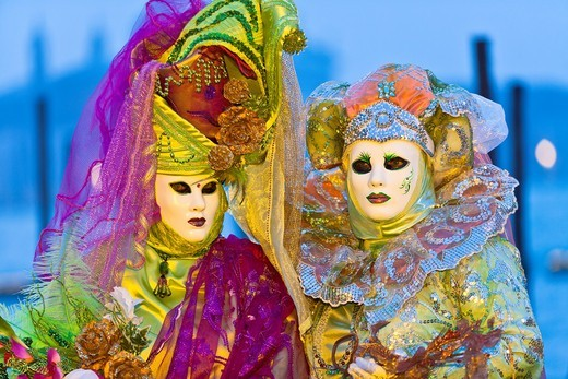 Two masked women at the carnival in Venice, Italy, Europe : Stock Photo