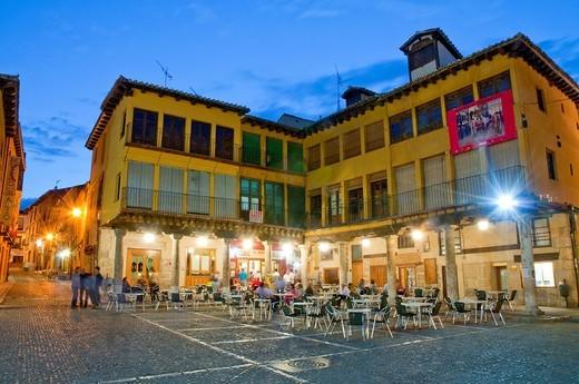 Main Square, night view. Tordesillas, Valladolid province, Castilla León, Spain. : Stock Photo