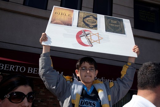 Dearborn, Michigan - A crowd of mostly Arab-Americans gathered across the street from Dearborn City Hall to oppose Rev  Terry Jones, the anti-Islamic Florida pastor who burned the Quran  Jones held a demonstration ´against sharia and jihad ´ : Stock Photo