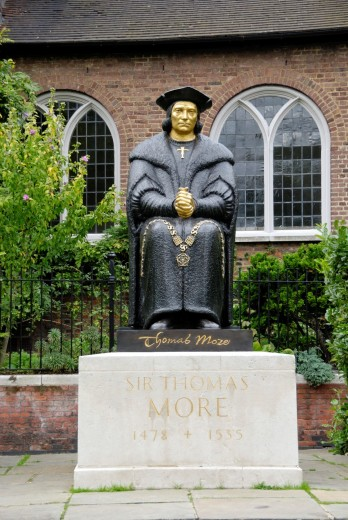 Statue of Sir Thomas More outside Chelsea Old Church in Cheyne Walk, Chelsea, London, England : Stock Photo