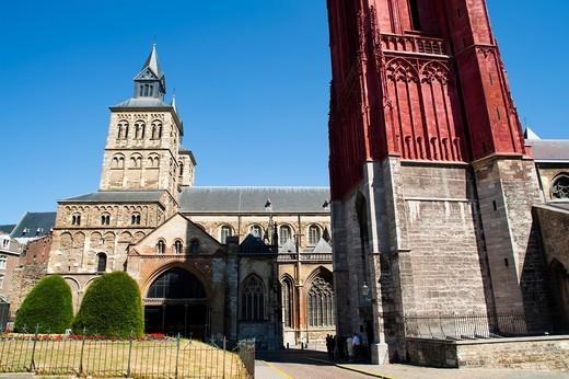 ´Sint Janskerk´ St  John´s Church bell tower and ´Sint Servaasbasiliek´ St  Servatius Basilica, Maastricht, Limburg, The Netherlands, Europe : Stock Photo