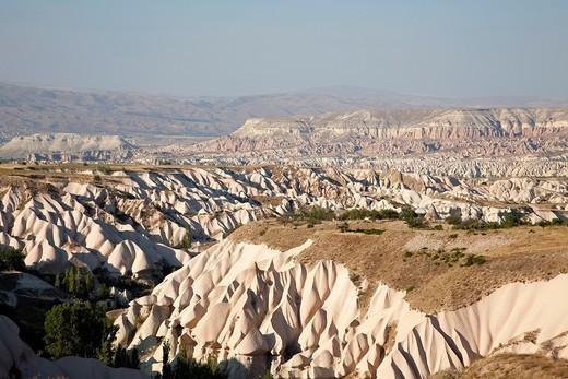 geological formations, landscape around urgup, cappadocia, anatolia, turkey, asia : Stock Photo