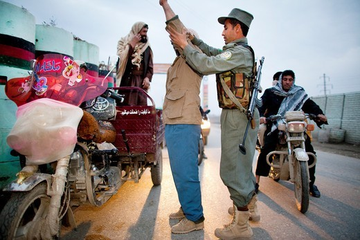 Stock Photo: 1566-758959 Afghan police searching for terrorists in Kunduz