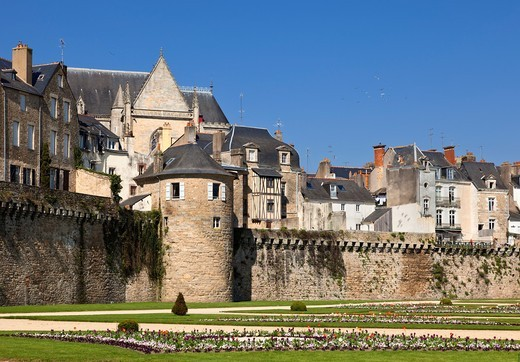 City walls, formal gardens and medieval houses at Vannes, Morbihan, Brittany, France : Stock Photo