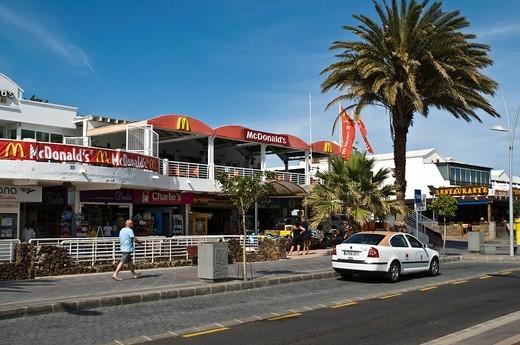 PUERTO DEL CARMEN LANZAROTE Holiday resort MacDonalds hamburger restaurant : Stock Photo