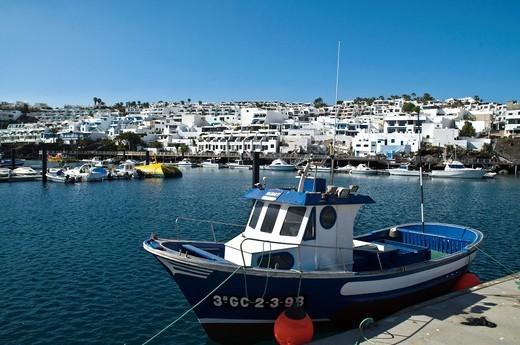 PUERTO DEL CARMEN LANZAROTE Lanzarotan fishing boat quayside Puerto Del Carmen harbour : Stock Photo