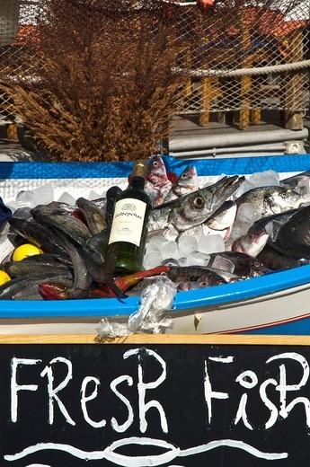 PUERTO DEL CARMEN LANZAROTE Lanzarotan fish restaurants fish display board : Stock Photo