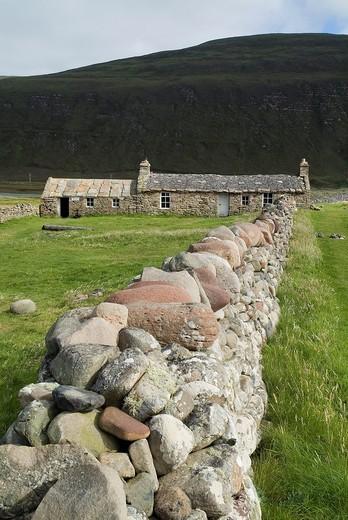 Stock Photo: 1566-761390 Rackwick HOY ORKNEY Bothy cottage and dry stone dyke