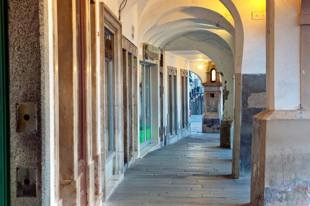 Stock Photo: 1566-761670 Archs of the Giraldo Square, Evora, Alentejo Portugal, Europe