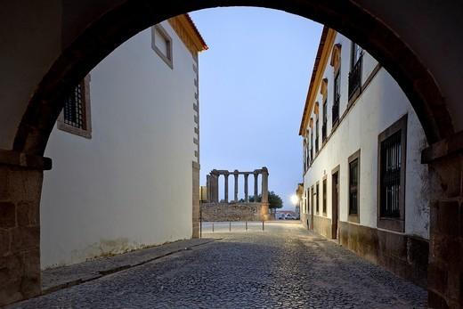 Stock Photo: 1566-761925 Roman Temple, Evora, Portugal, Europe