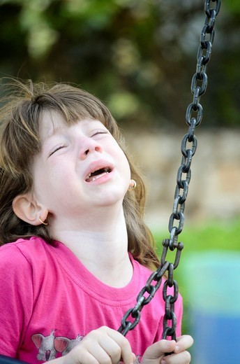 Stock Photo: 1566-762326 Frustrated Young girl of 6 outdoors