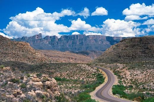 Stock Photo: 1566-762663 Texas highway 118, Sierrra del Carmen mountains, Usa