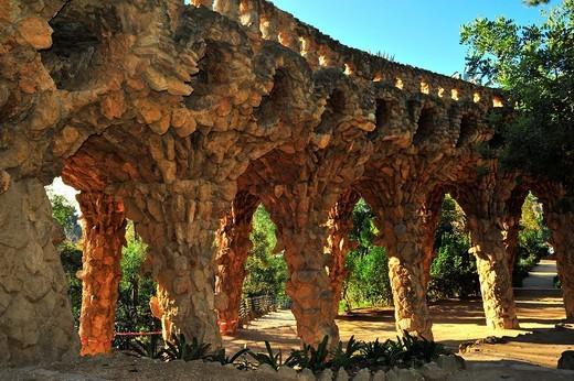 Viaducte dels Enamorats, Park Güell, Antoni Gaudí i Cornet Siglo XX, Barcelona, Catalunya, España : Stock Photo