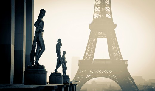 Statuary at the Palais de Chaillot  and Eiffel Tower  Paris, France : Stock Photo