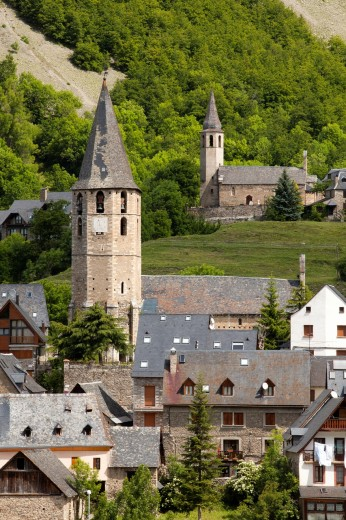 Stock Photo: 1566-765098 Salardú and Unha villages in Val d´Aran, Lleida, Spain