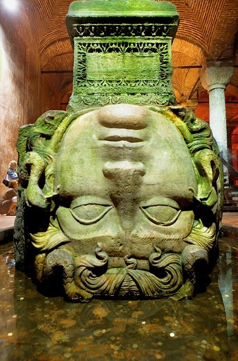 Yerebatan Cistern Museum  Medusa head  Byzantine cisterns, was built by Justinian in 532AD  It is supported by 336 columns and once held over 80,000 cubic metres of water  Istanbul  Turkey : Stock Photo