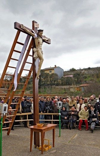 spectators waiting for the start of Good Friday procession, Bercianos de Aliste, Province Zamora, Castilla Leon, Spain : Stock Photo