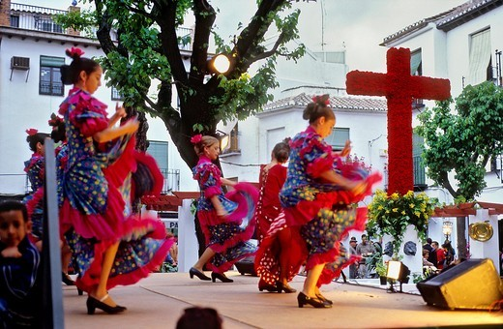 Stock Photo: 1566-766182 Dia de la Cruz, floral cross and dancers, in Plaza Larga,Albaicin quarter, Granada, Andalucia, Spain