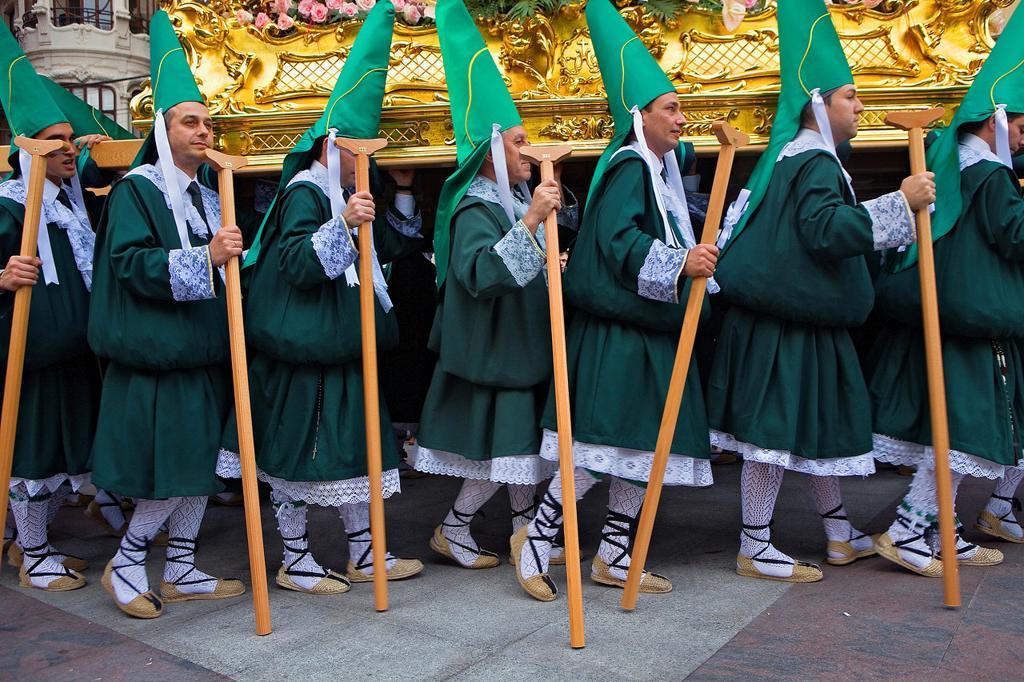 Penitents Palm Sunday processionCofradia del Santisimo Cristo de la Esperanza Holy Week  Murcia  Spain : Stock Photo