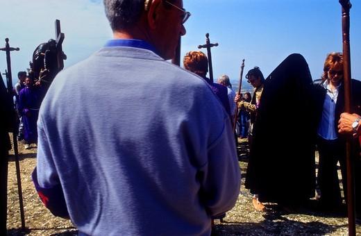 At right 'Maria' female penitent 'Los Picaos',Holy Week procession  Cofradia de la Santa Vera Cruz de los disciplinantes  San Vicente de la Sonsierra, La Rioja, Spain : Stock Photo