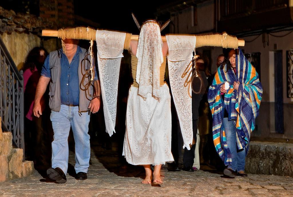 ´Empalaos´ impaleds, Holy Week in Valverde de la Vera  Empalao and family Caceres province, Extremadura, Spain : Stock Photo