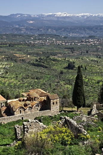 The hill of Mystra with its Byzantine ruins, looking down on the church of the Mitropolis Agios Dimitrios Near Sparta, Peloponnese, Greece : Stock Photo