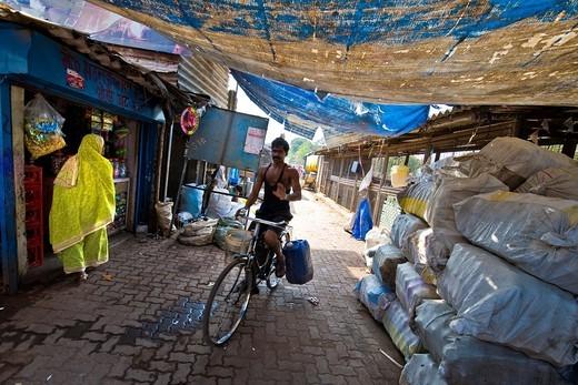 Daily life, Slum near Colaba area, Mumbai, India : Stock Photo