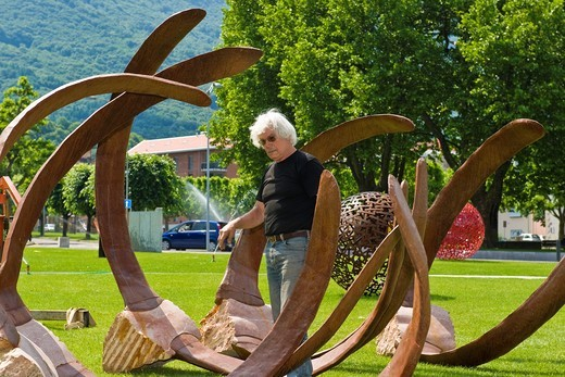Stock Photo: 1566-769655 Brunivo Buttarelli, installation of an artwork in the square of Giubiasco, Switzerland