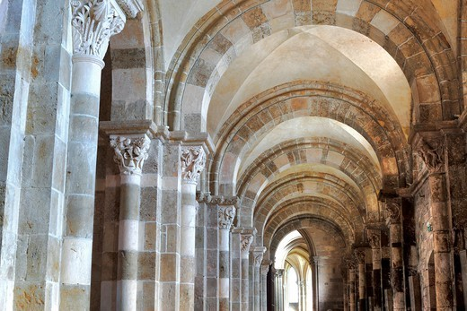 Stock Photo: 1566-771121 Church Sainte Marie Madeleine Basilica of St  Magdalene, Vezelay, Yonne department, Burgundy, France